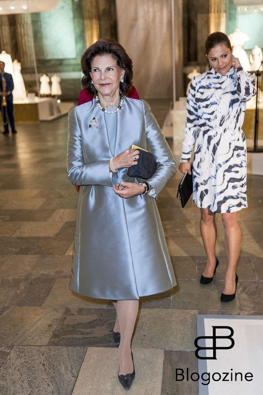 Queen Silvia going around to watch the exhibition. Today inaugurated the new exhibition, Royal wedding dresses 1976-2015, at the Royal Palace in Stockholm. Pictures of the opening ceremony with the queen and all the princesses. - Idag invigdes den nya utställningen Kungliga brudklänningar 1976-2015 på Kungliga Slottet i Stockholm. Bilder från invigningen med drottningen och alla prinsessor. Royal Palace, Stockholm, Sweden 2016-10-17 (c) Pelle T Nilsson/Stella Pictures