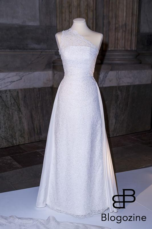 13 June 2015, the Royal Chapel, the Royal Palace of Stockholm Swedish design The wedding dress, in three shades of white, was created by the Swedish designer Ida Sjöstedt. The dress is made from silk crêpe overlaid with Italian silk organza. Couture lace made by José María Ruiz was applied to the dress, and the train was hand-cut and then hand-stitched in Ida Sjöstedt's studio in Stockholm. Today inaugurated the new exhibition, Royal wedding dresses 1976-2015, at the Royal Palace in Stockholm. Pictures of the opening ceremony with the queen and all the princesses. - Idag invigdes den nya utställningen Kungliga brudklänningar 1976-2015 på Kungliga Slottet i Stockholm. Bilder från invigningen med drottningen och alla prinsessor. Royal Palace, Stockholm, Sweden 2016-10-17 (c) Pelle T Nilsson/Stella Pictures