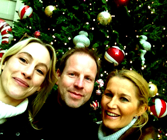 Getting into the Christmas mood in front of the big Christmas tree at Via Rodeo Drive with director Mikael Berg and personal trainer Birgitta Lauren.