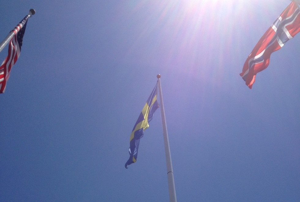 The Swedish flag was hoist to the tunes of the national anthem.