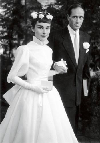Blogozine Audrey Hepburn vit klänning från Pierre Balmain.