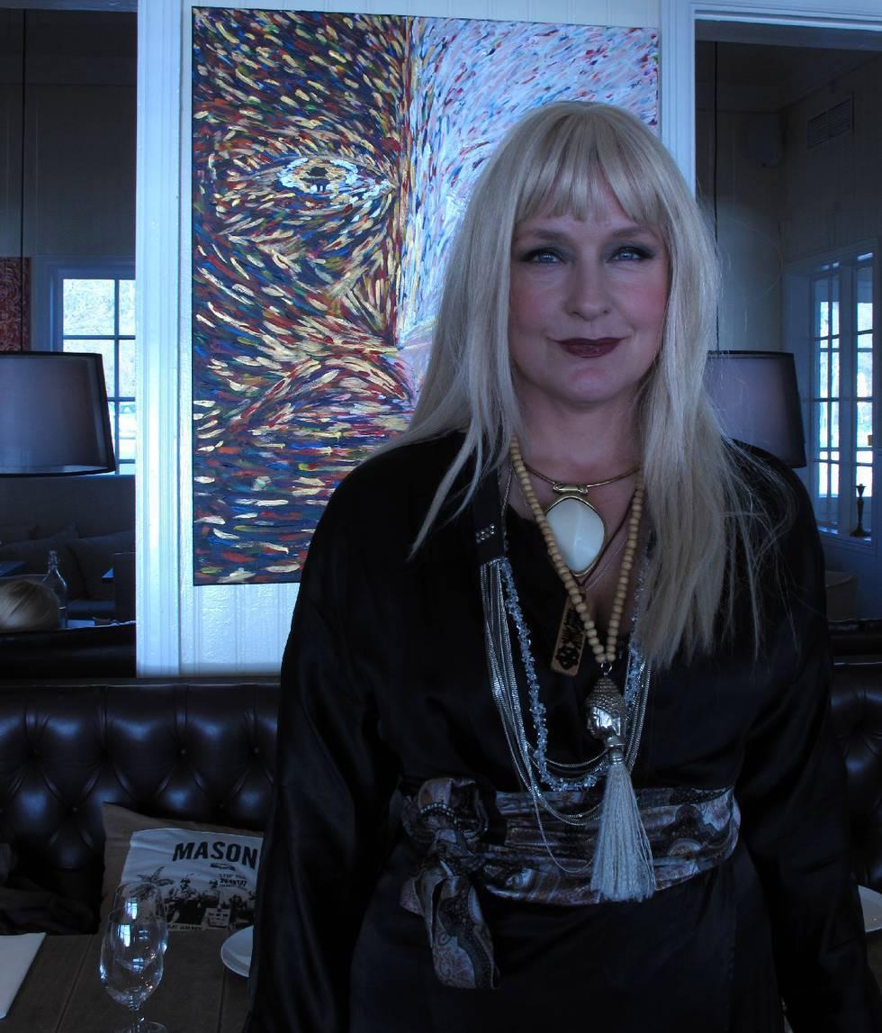 Regina Lund konstauktion blogozine