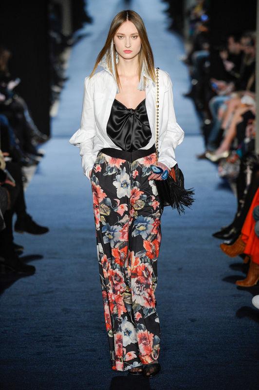 """Défilé de mode """"Alexis Mabille"""", collection prêt-à-porter automne-hiver 2016-2017 à Paris le 3 mars 2016. """"Alexis Mabille"""" RTW fashion show fall -winter 2016/2017 in Paris"""
