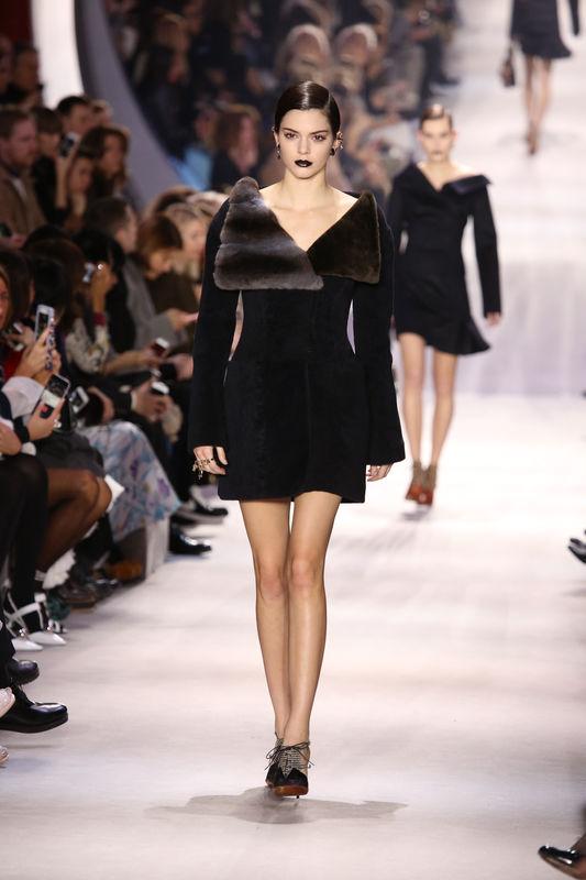 """Kendall Jenner - Défilé de mode """"Christian Dior"""" prêt-à porter automne-hiver 2016/2017 à Paris le 4 mars 2016. """"Christian Dior"""" fashion show ready to wear Automn Winter 2016/2017 in Paris. On March 4 2016."""