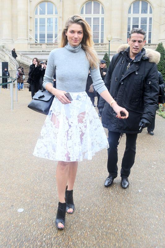 """Jessica Hart - Sorties du défilé de mode prêt-à-porter """"Moncler Gamme Rouge"""", collection automne-hiver 2016/2017, à Paris. Le 9 mars 2016 People leaving Moncler Gamme Rouge fashion show ready to wear F/W 2016/2017 in Paris. On march 9th 2016"""