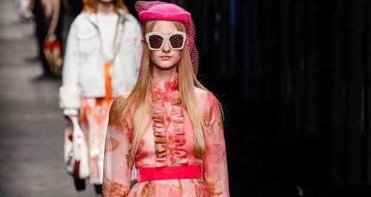Mannequin au défilé Gucci collection prêt-à-porter Automne-hiver 2016-2017 lors de la fashion week à Milan, le 24 février 2016. Model at Gucci Catwalk - Milan Fashion Week - Ready to wear Fall/Winter 2016-2017. Milan, on February 24, 2016.