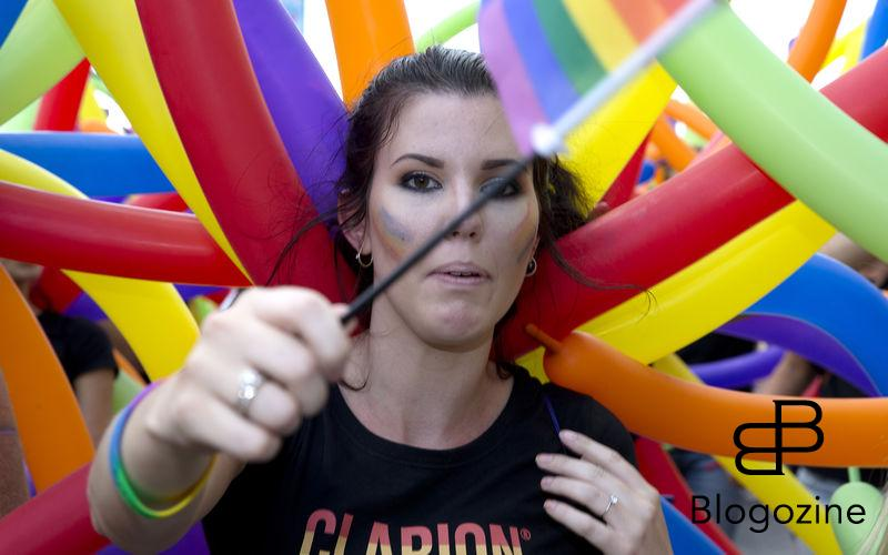 2016-07-30. Kungsholmen, Stockholm, Sverige. Klockan 13.00 gick startskottet för 2016 års Prideparad som i år startade på Kungsholmen. Bild: Bilder från Prideparaden 2016. Foto: Magnus Liljegren / Stella Pictures