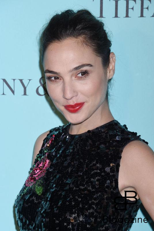 158275, Actress Gal Gadot arrives at the Tiffany And Co. Celebrates Unveiling Of Renovated Beverly Hills Store at Tiffany & Co. Beverly Hills, California - Thursday October 13, 2016. © Joe Sutter, PacificCoastNews. Los Angeles Office (PCN): +1 310.822.0419 UK Office (Photoshot): +44 (0) 20 7421 6000 sales@pacificcoastnews.com FEE MUST BE AGREED PRIOR TO USAGE