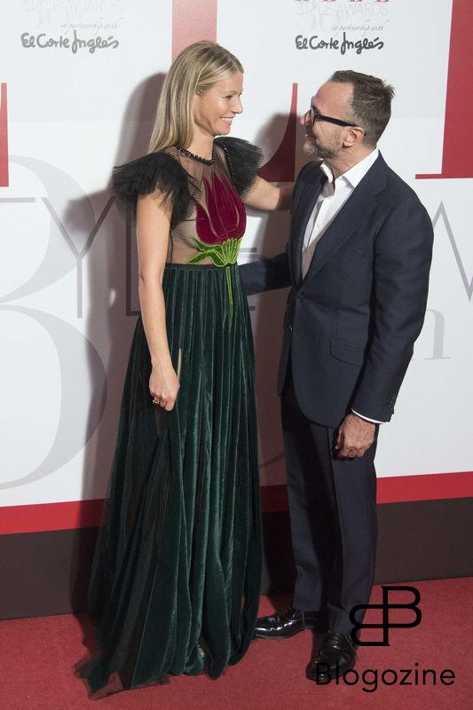 **ALL ROUND PICTURES FROM SOLARPIX.COM** **SOLARPIX RIGHTS - WORLDWIDE SYNDICATION - NO SPAIN** Caption: the 30th Anniversary for Elle Magazine Spain awards in Madrid This pic:Gwyneth Paltrow and US ambassador to Spain, James Costs **UK ONLINE USAGE £25 PER PIC** JOB REF: 19668 DMS/Delores DATE:26.10.16 **MUST CREDIT SOLARPIX.COM AS CONDITION OF PUBLICATION** **CALL US ON: +34 952 811 768**