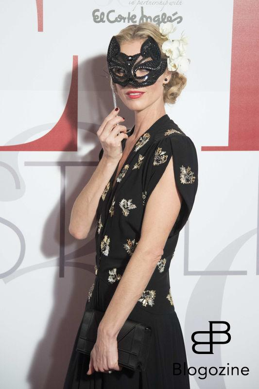 **ALL ROUND PICTURES FROM SOLARPIX.COM** **SOLARPIX RIGHTS - WORLDWIDE SYNDICATION - NO SPAIN** Caption: the 30th Anniversary for Elle Magazine Spain awards in Madrid This pic:Czech Fashion model Eva Herzigova **UK ONLINE USAGE £25 PER PIC** JOB REF: 19668 DMS/Delores DATE:26.10.16 **MUST CREDIT SOLARPIX.COM AS CONDITION OF PUBLICATION** **CALL US ON: +34 952 811 768**