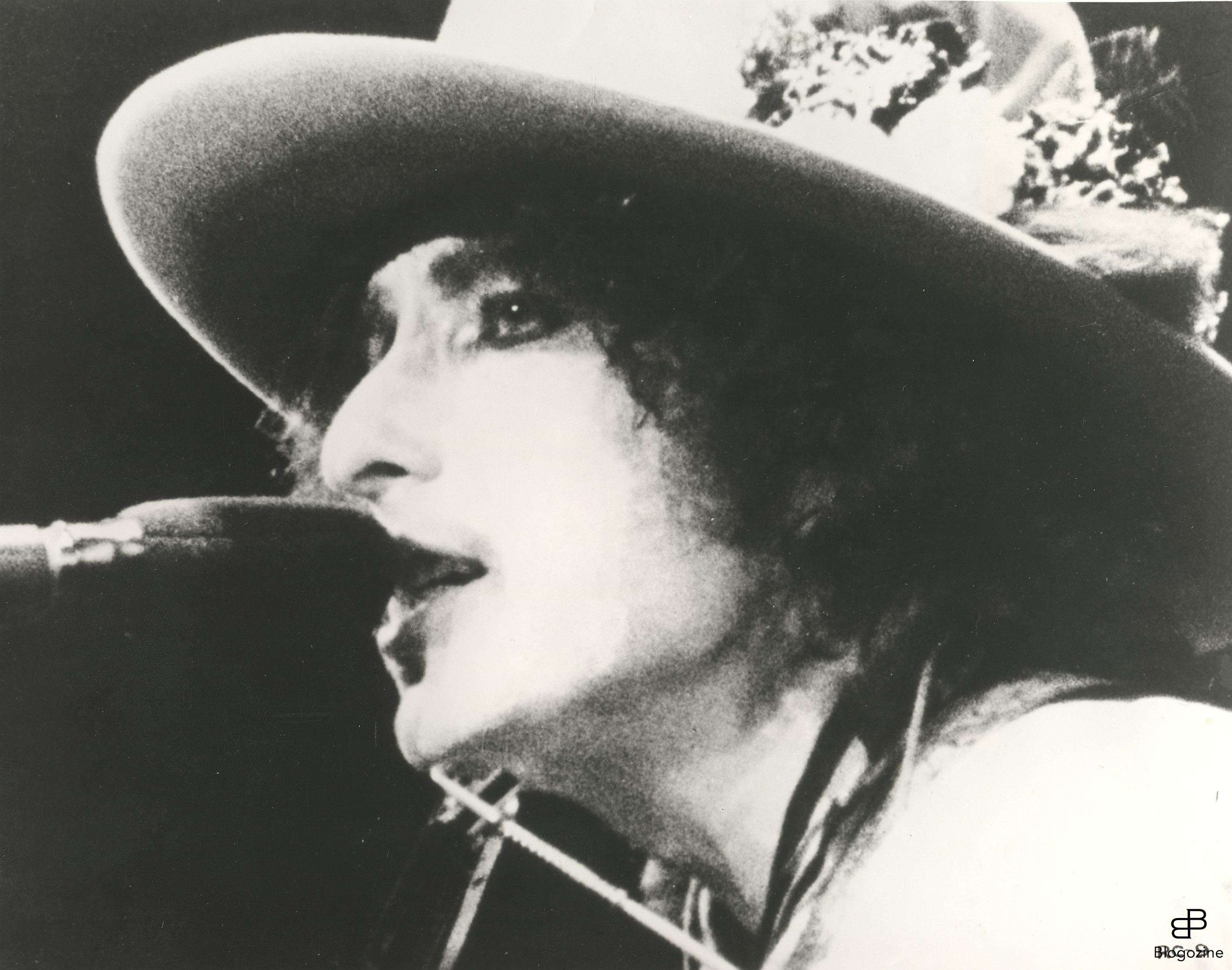 290844 1978; Renaldo And Clara. Original Film Title: Renaldo And Clara, PICTURED: BOB DYLAN, Director: Bob Dylan, IN CAST: Bob Dylan, Joan Baez. Photo: Zuma Press Code: 4014 COPYRIGHT STELLA PICTURES