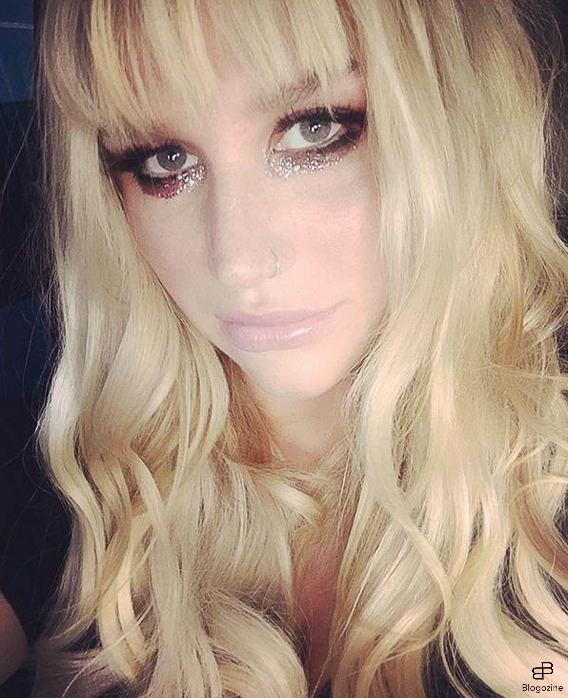 6268777 29-9-2016 Celebrity Selfies Pictured: Kesha PLANET PHOTOS www.planetphotos.co.uk info@planetphotos.co.uk +44 (0)20 8883 1438 DISTR. STELLA PICTURES
