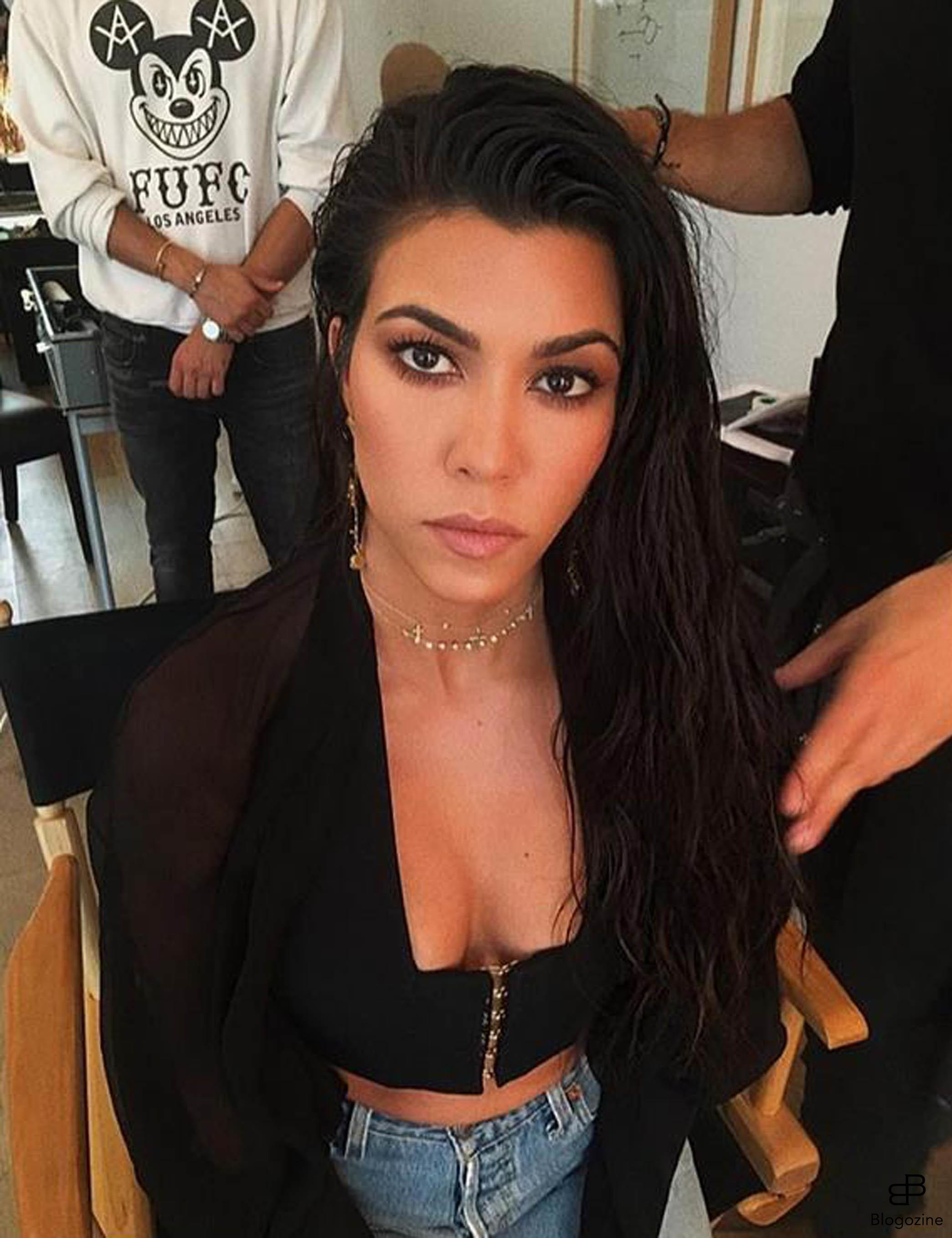 6268786 3-10-2016 Celebrity Selfies Pictured: Kourtney Kardashian PLANET PHOTOS www.planetphotos.co.uk info@planetphotos.co.uk +44 (0)20 8883 1438 DISTR. STELLA PICTURES