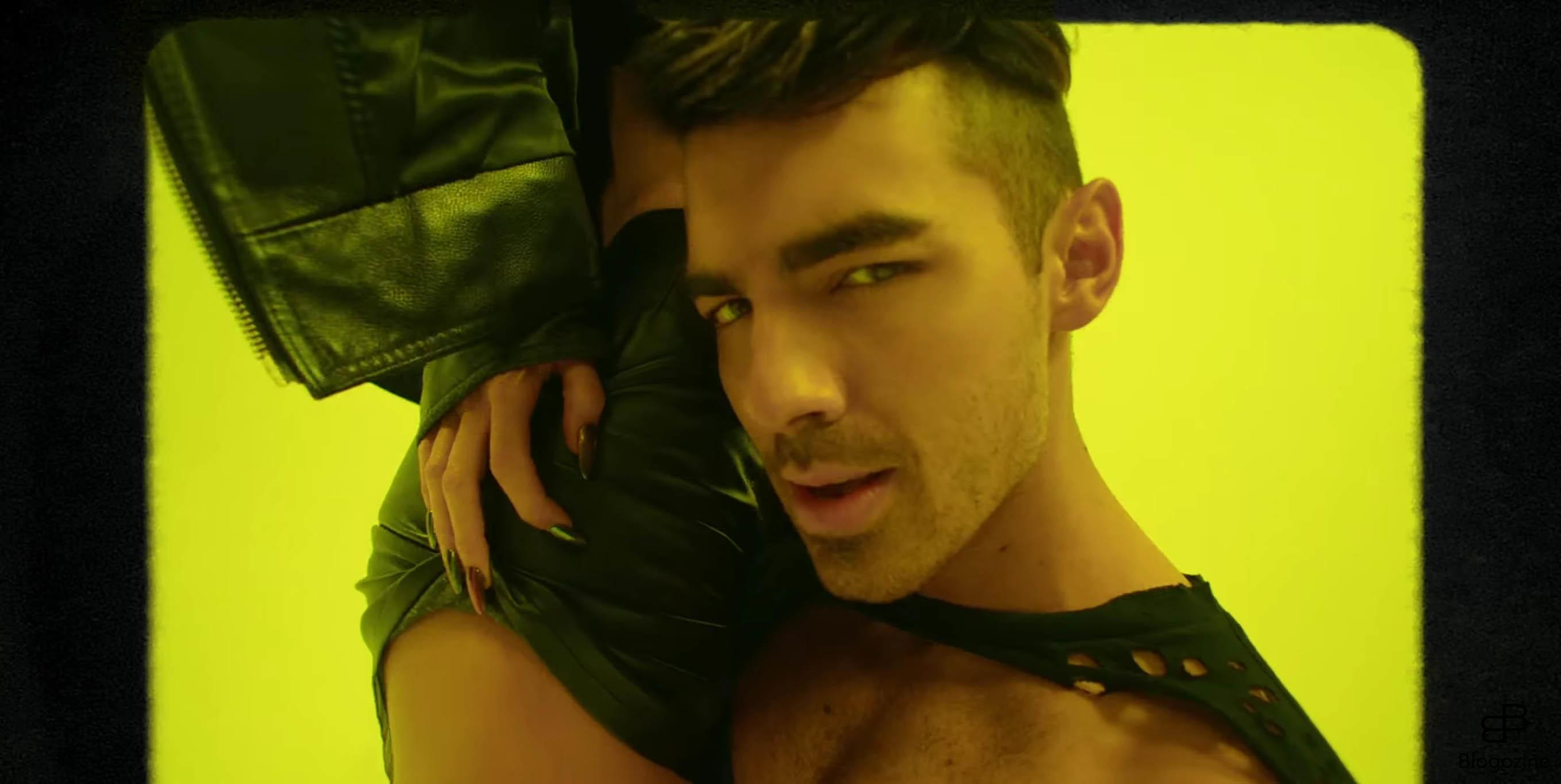6350445 12-10-2016 Joe Jonas in new music video for his band DNCE?s new song ?Body Moves? Pictured: Joe Jonas Charlotte McKinney PLANET PHOTOS www.planetphotos.co.uk info@planetphotos.co.uk +44 (0)20 8883 1438 DISTR. STELLA PICTURES