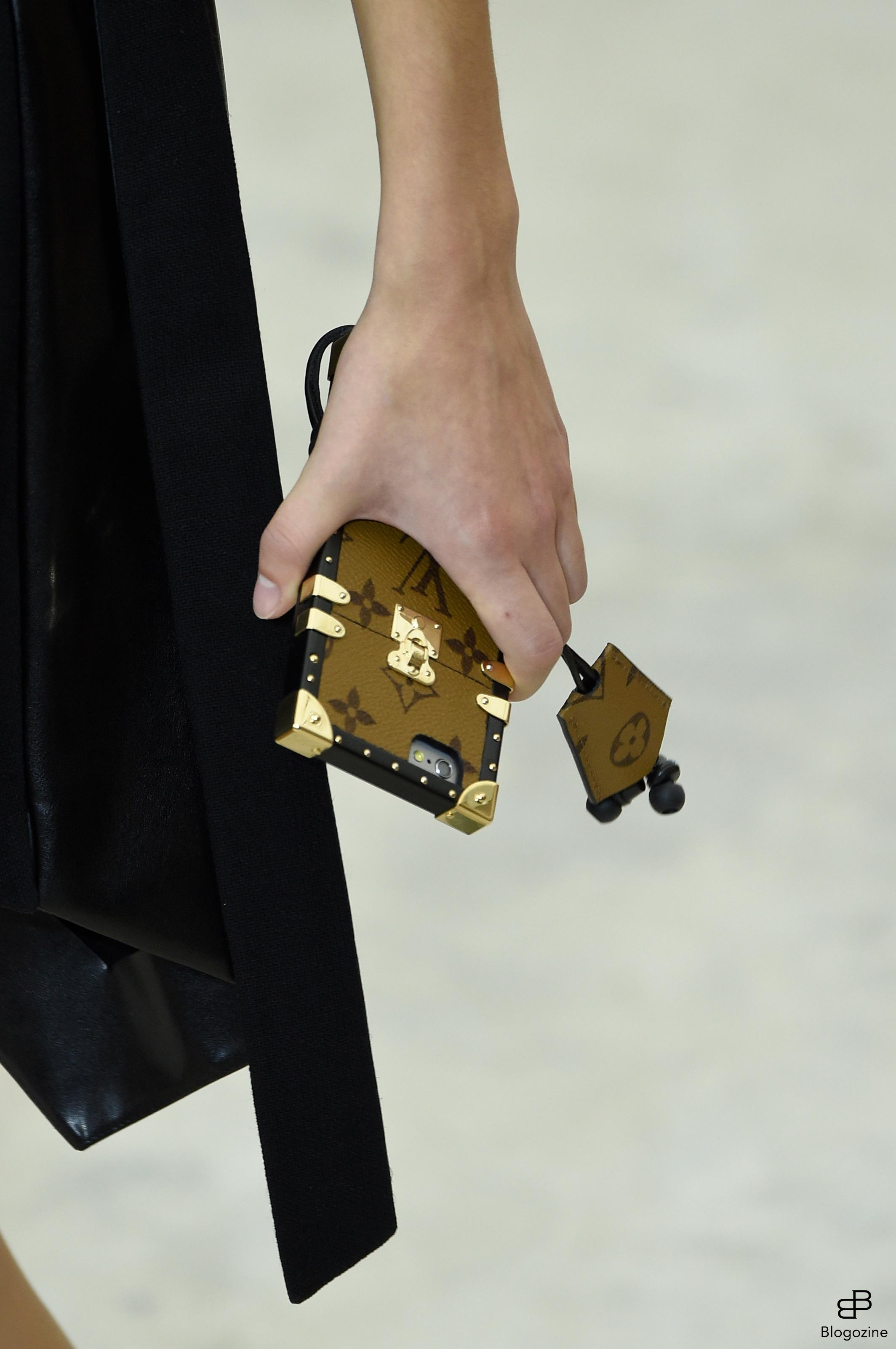 6301326 Details bags and shoes during the Louis Vuitton runway show as a part of Paris Fashion Week Ready to Wear Spring/Summer 2017 on October 4th , 2016 in Paris, France. Photo by Alain Gil Gonzalez/ABACAPRESS.COM COPYRIGHT STELLA PICTURES