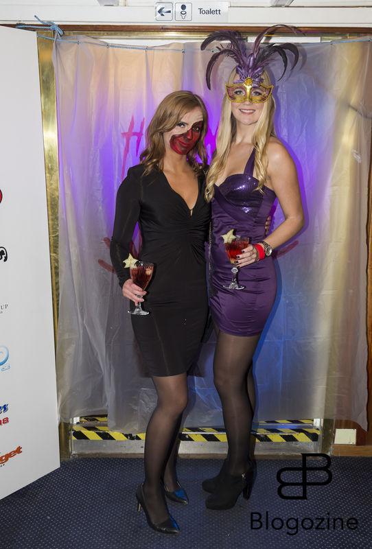 2016-11-04 Halloweenfest. Inbjudan Johan Carlen. På Bilden: Sara Skyttedal och Josefine Skyttedal COPYRIGHT STELLA PICTURES