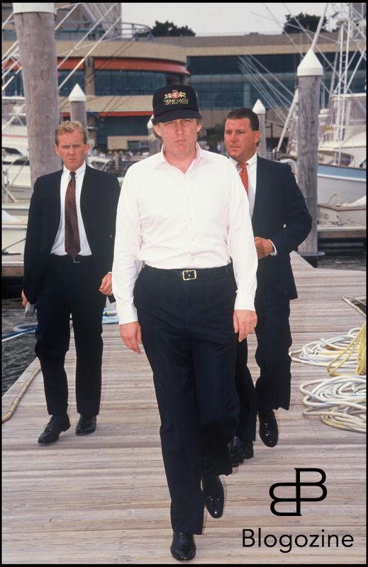 ARCHIVES - DONALD TRUMP ET SES GARDES DU CORPS EN 1990