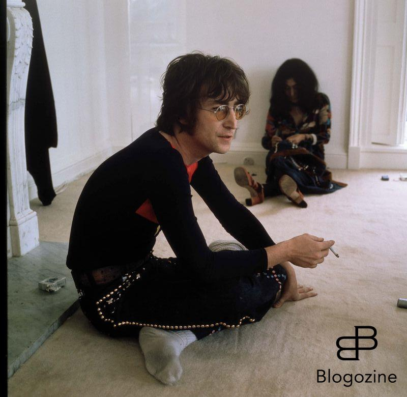 JOHN LENNON & YOKO ONO THE WHITE ROOM (1971) © MICHAEL PUTLAND / Retna/Photoshot CREDIT ALL USES 9th November 1966 - John Lennon and Yoko Ono meet for the first time at her exhibition at the Indica Gallery in London. Lennon remembered the date of their meeting as the 9th but many Beatles historians contend that it actually happened on the 7th, the day before the exhibition opened.