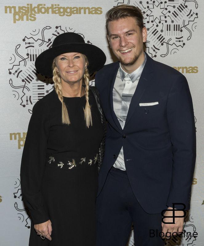 2016-11-11 Musikförläggarnas pris 2016 på Berns. På Bilden: Efva Attling och Simon Strömstedt COPYRIGHT STELLA PICTURES