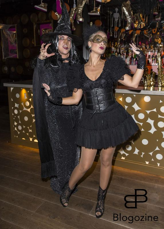 2016-11-02 Halloweenfest på Golden Hits. På Bilden: Shirley Clamp och Jenny Pettersson COPYRIGHT STELLA PICTURES